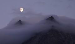"""""""...e guardo il passaggio quieto delle nuvole sulla luna ..."""" (giorgiorodano46) Tags: agosto2011 august giorgiorodano evolène svizzera suisse schweiz switzerland luna moon nuvole clouds vallese valais wallis alpi alpes alps alpen veisivi twilight crepuscolo flickrexploreme supershot 1500v60f"""