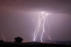 Eclairs - 3 coups de foudre, dont un bifide, dchirent le ciel de Tulle, Corrze, lors d'un violent orage. (suarez.christophe) Tags: orage orages clair foudre clairs
