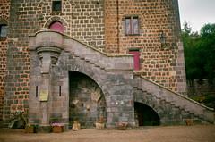 91600025-2 (Graphisme, Photo, et autres !) Tags: france castle church nature voigtlander medieval château eglise auvergne colorskopar ultron orcival 40mmf14 pontgibaud voigtlanderr3m