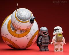 BB-8 : Babysitting Stormtrooper. (Randy Santa-Ana) Tags: starwars lego babysitter legostarwars sphero bb8 legobaby legostormtroopers theforceawakens spherobb8