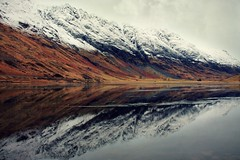 Loch Achtriochtan ( Jamie Mitchell) Tags: winter lake snow mountains reflection water river landscape scotland highlands scottish loch achtriochtan