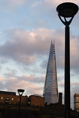 london 2016 - southbank promenade (fabonthemoon) Tags: london architecture streetlamp southbank londres shard londen rverbre architctuur