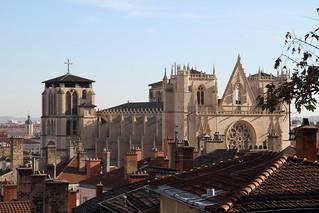 Saint-Jean au mileu des toits