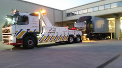 Volvo Backing Up Artic Onto Loading Bay (JAMES2039) Tags: rescue truck evening volvo cardiff warehouse lorry depot breakdown trailer heavy artic tow cf towtruck recovery ask daf wrecker 6wheeler wentloog tractorunit fm12 underlift heavyunderlift askrecovery ca02tow frontsuspend