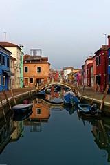 Burano pont (Schmouel) Tags: bridge venice mer lagune colors port boat eau italia reflet pont bateau maison venise antenne couleur italie burano beautifull