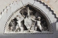 Detal (magro_kr) Tags: venice italy sculpture detail heraldry coatofarms italia relief venezia herb veneto detal rzeba wenecja wochy wlochy rzezba paskorzeba szczeg szczegol plaskorzezba heraldyka wenecjaeuganejska