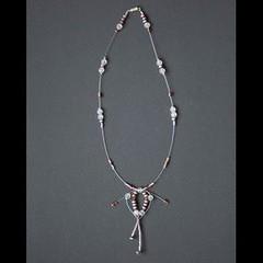 danseuse (fabrikarine) Tags: fleur vintage collier bijoux plastic boucle fou cuivre doreille