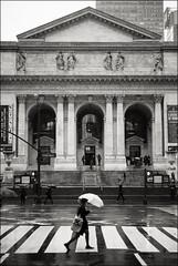New York Public Library (Johannes Wachter) Tags: street newyorkcity regen schirm