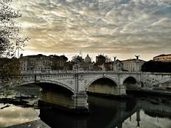 Nuvole sulla citt (silvia07(very busy)) Tags: bridge rome roma clouds nuvole fiume tetti ponte cielo tevere cloudysky pontevittorioemanueleii cielonuvoloso