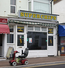'Superchips' (EZTD) Tags: inglaterra summer england sky sommer sony somerset agosto verano angleterre takeaway aout ete fishandchips burnhamonsea westcountry fishnchips 2015 mobilityscooter thisisengland superchips sonydslr eztd eztdphotography sonya500 eztdphotos august2015
