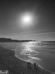 A contrasol (danielfi) Tags: bw costa beach coast ngc silhouettes asturias playa bn salinas siluetas asturies