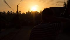 Es cosa de imaginar. 21/366 (Roberto Macaya M) Tags: luz sol contraluz atardecer persona ciudad paisaje amanecer reflejo urbano 365 brillo oscuro talcahuano 2016 naranjo 366 resplandor