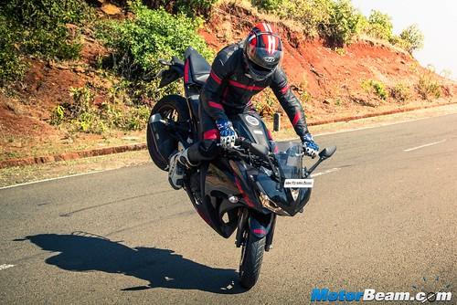 2016-Yamaha-R3-21