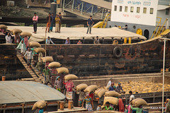 Unloading of food (Kaniz Khan 2009) Tags: male men ferry port work boat ship harbour jetty stock move berge simplicity labour passing emt bangladesh carrying loading supply foodstuff sacks shifting labourers unloading walikng