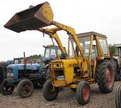 David Brown 995 Industrial tractor (Nivek.Old.Gold) Tags: brown tractor david industrial front loader 995 cheffins