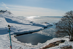 Frozen view (LiveToday84) Tags: trip travel winter sea ice water island frozen helsinki north suomenlinna d80