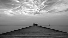 Convergendo all'orizzonte (mttdlp) Tags: bw clouds lago pier garda perspective acqua molo sirmione prospettiva blackwithe d3200