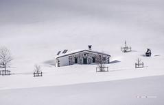 Refugio Ganguren ARRABA (Jabi Artaraz) Tags: winter nieve natura invierno zb refugio gorbea txabola arraba negua euskoflickr campasdearraba ganguren nievevirgen jabiartaraz jartaraz