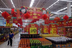 supermarket chinese new year decorations (the foreign photographer - ) Tags: new decorations thailand lotus bangkok sony year chinese tesco supermarket bangkhen rx100 dscfeb42016sony