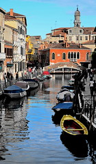 [ Acquerello veneziano - Venetian watercolour ] DSC_0252.2.jinkoll (jinkoll) Tags: city bridge venice houses sky people church water colors reflections walking boats town waves walk belltower spots saturation passing walls venezia channel