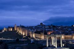 vila (gasendi) Tags: espaa canon spain nocturna avila murallas cuatropostes eos450d gasendi