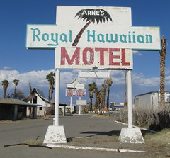 Arne's Royal Hawaiian Motel, 25 of 27 (TedParsnips) Tags: california baker urbandecay motel deserted royalhawaiian batesmotel bakercalifornia arnesroyalhawaiian