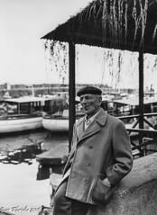 Camogli 1963: Il riposo del lupo di mare (Gian Floridia) Tags: bw liguria oldman bn riposo retired camogli 1963 vecchio seaman bienne marinaio lupodimare filmcamerascanning