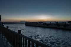 Paseo de sombras (juliosabinagolf.) Tags: sunset sky espaa costa mar agua nikon paisaje explore murcia amanecer cielo nikkor cartagena litoral lamangadelmarmenor mediterrneo corriente d3300 latierraunparaiso