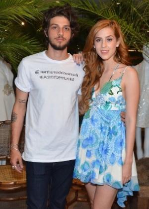 Ex-rebeldes, Sophia Abrahão e Chay Suede serão irmãos em novela da Globo