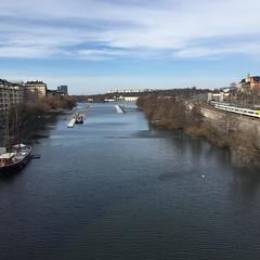 En paus på St:Eriksbron för att titta på utsikten! Me ❤️#steriksbron #stockholm #utsikt (ulricalyhnakis) Tags: square squareformat iphoneography instagramapp uploaded:by=instagram