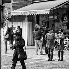 A Padaria Portuguesa (John Riper) Tags: street people bw woman white man black portugal monochrome canon john square photography mono zwartwit lisboa lisbon candid smartphone l portuguesa 6d padaria 24105 straatfotografie riper johnriper