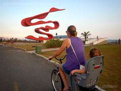 Catharina e mame (Stefan Lambauer) Tags: brazil baby bike brasil mom kid infant br ride sopaulo mother bicicleta santos criana menina mame catharina 2016 ciclovia stefanlambauer