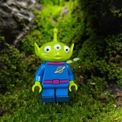 Good planets are hard to find.(http://MiniPlayHouse.com) #toystoryalien #toystory #71012 #disney #karllagerfeld #lego #toy #story #alien #greem #earth #planet (dadawudawu) Tags: toy lego toystory earth alien disney story planet karllagerfeld greem 71012 toystoryalien