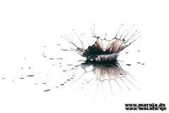 black crown (michaelfritze) Tags: art water wasser bubbles drop splash liquids highspeed wassertropfen tropfen tats highspeedphotography fontne liquidart strobist farbtropfen hochgeschwindigkeitsfotografie liquiddrop stopshot michaelfritze