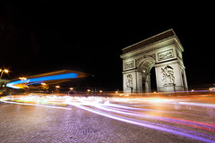Arc de Triomphe (Frantz.jrf) Tags: longexposure light paris night lumire nuit arcdetriomphe etoile charlesdegaulle manfrotto parisbynight 14mm samyang pauselongue