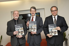 Panelists proudly display copies of the 2015 Global Hunger Index (IFPRI) Tags: ifpri event ghi globalhungerindex launch publication foodsecurity nutrition hunger malnutrition poverty health socialprotection resilience foodprices foodproduction agriculture strategy naturalresources seminar publish report conference environmentalresources