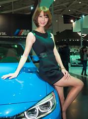 DSC05674 (Luke Luo) Tags: woman bluecar greendress