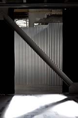 Parallles (Gerard Hermand) Tags: paris france metal museum canon curtain muse beam rideau palaisdetokyo poutre formatportrait eos5dmarkii gerardhermand 1408238339