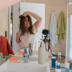 8-52 Bad hair day (@Lizette Salazar Guedes) Tags: morning light color luz maana home me canon hair myself bathroom photography colorful flickr moments chicas 20mm 365 fotografia bao badhairday momentos fotografo hogar selfie coloridas 365project 52project canon70d 365momentoscotidianos