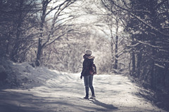 Lost in the Snow (Gure Elia) Tags: portrait mountain snow cold nature girl espaldas back bokeh febrero euskalherria offset navarra 2016 aralar coldtones coldtemperature samyang135f2