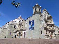 "Oaxaca: la Basilica de Nuestra Señora de la Soledad <a style=""margin-left:10px; font-size:0.8em;"" href=""http://www.flickr.com/photos/127723101@N04/25513118302/"" target=""_blank"">@flickr</a>"