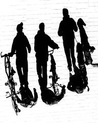 Zona peatonal (Haciendo clack) Tags: shadow blackandwhite espaa blancoynegro digital reflex spain europa europe bicicleta sombra bn valladolid perro 2014 castillaylen peatonal haciendoclack canonef70200mmf4lusm jessgonzlez 5dmarkii canon5dmarkii