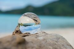Boule cristal, maupiti, polynésie (Eliette S) Tags: beach ball nikon tahiti cristal plage boule d610 maupiti