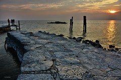 Lago di Garda__sunset____1 (Ivo Markes) Tags: lake reflection lago tramonto tramonti riflessi lakegarda lagodigarda puntasanvigilio elitephotography esenciadelanaturaleza infinitexposure