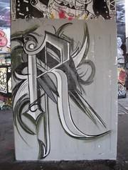 graffiti, Southbank (duncan) Tags: graffiti southbank r letter
