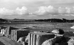 8244.sea (Greg.photographie) Tags: sea blackandwhite bw mer film analog canon eos noiretblanc voigtlander 400 f2 40mm eos1n hyeres foma ultron hyres r09