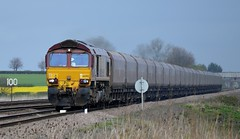66092 heads south past Bolton Percy with the 6H10 Redcar B.S.C. to Drax, 9th April 2014. (Dave Wragg) Tags: railway loco locomotive class66 ews 6h10 boltonpercy 66092