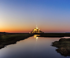 L'heure d'or au Mont-Saint-Michel ... (Ludovic Lagadec) Tags: longexposure mer france reflection architecture landscape marin normandie reflets manche montsaintmichel couchdesoleil prssals mare heurebleue meandres canon6d filtrend ludoviclagadec