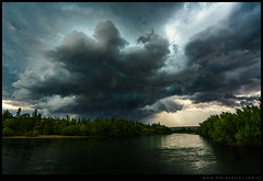 Tormenta sobre el rio Negro