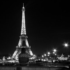 En silence (Dex(07)) Tags: bw paris tower night canon tour eiffel 7d trocadero 1022mm
